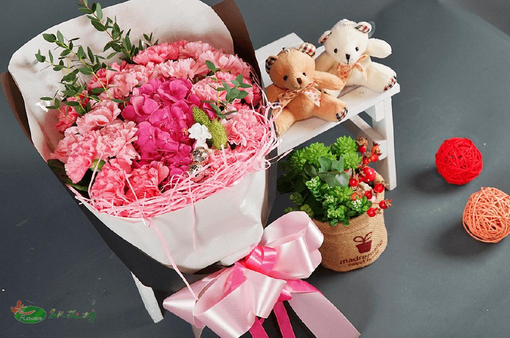 母親節想送花給媽媽|最好的選擇台中名人花坊|母親節花束推薦