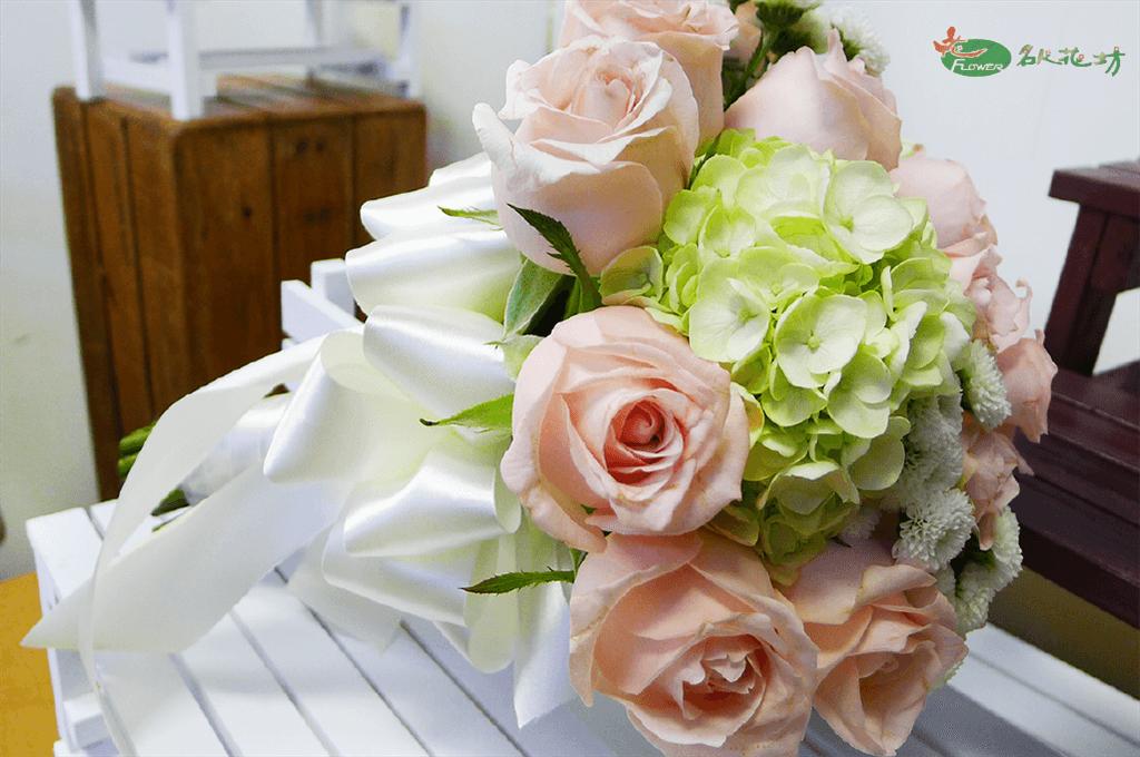 婚禮捧花推薦|台中客製化婚禮捧花|名人花坊網路訂花|新娘捧花