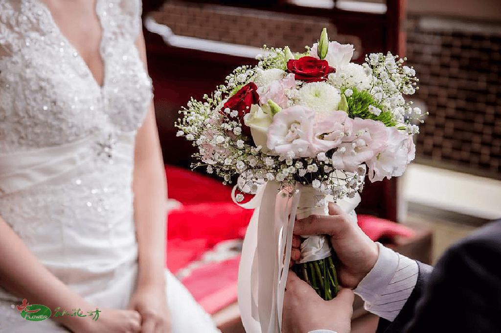 浪漫婚禮讓名人花坊給你 台中婚禮會場佈置首選 專業婚禮花藝